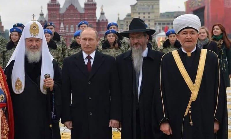 تكامل أدوار المؤسستين الدينية والعسكرية وغياب السوريين