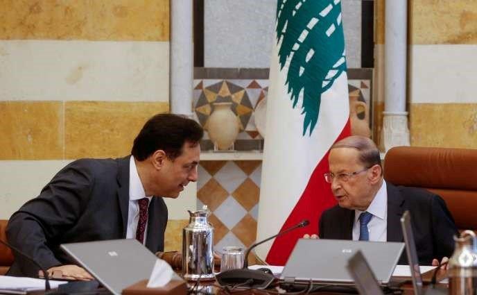 Le premier ministre libanais Hassan Diab (à gauche) avec le président Michel Aoun, au palais presidentiel de Baabda, le 6 février.
