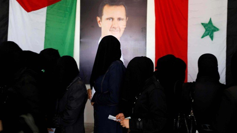 انتخابات تشريعية تحت الرقابة في محاولة لتثبيت النظام