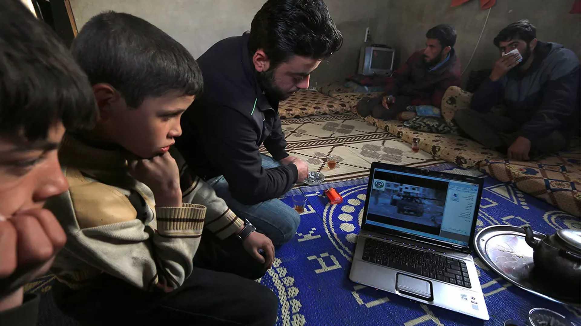 حرب السرديّات السورية على الإنترنت