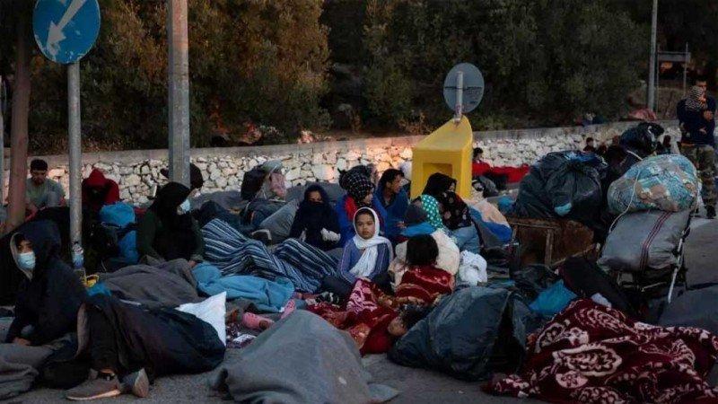 السجن اليوناني... مخيّم موريا للاجئين تحوّل إلى رماد