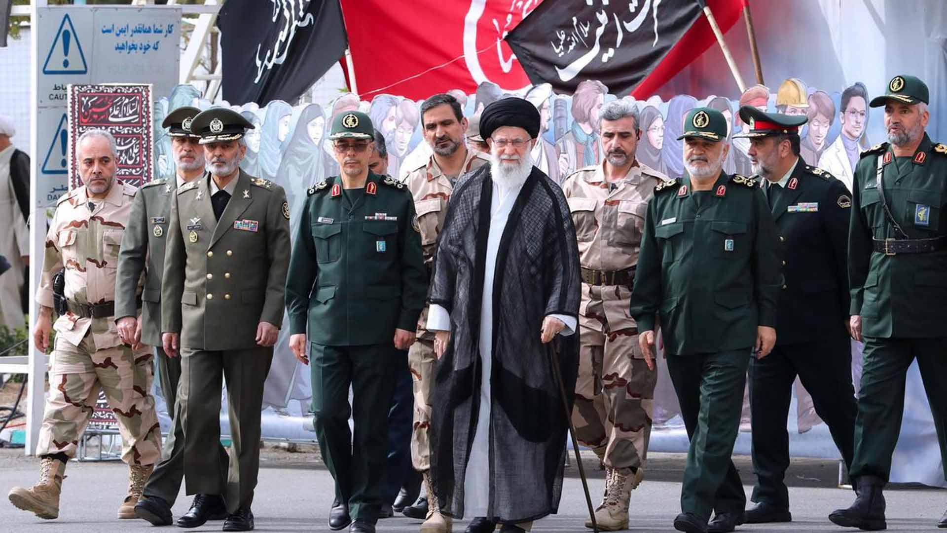 ما هي احتمالات وصول العسكر إلى سدة الحكم في إيران؟