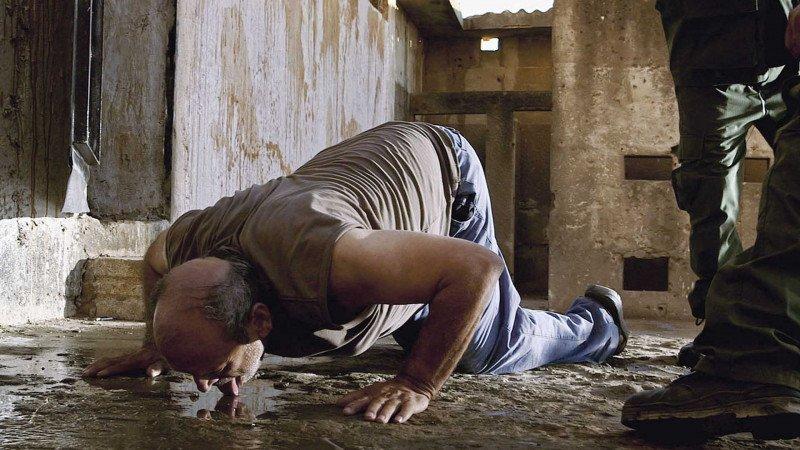 السجّان في سجن تدمر الصّحراوي