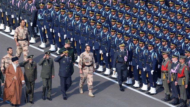 ما تداعيات وصول رئيس عسكري إلى إيران؟
