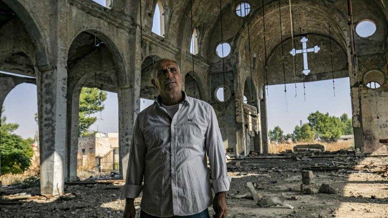 """بعد عشرة أعوام؛ المسيحيون السوريون يقولون إن الأسد """"جعلَنا رهائن"""""""