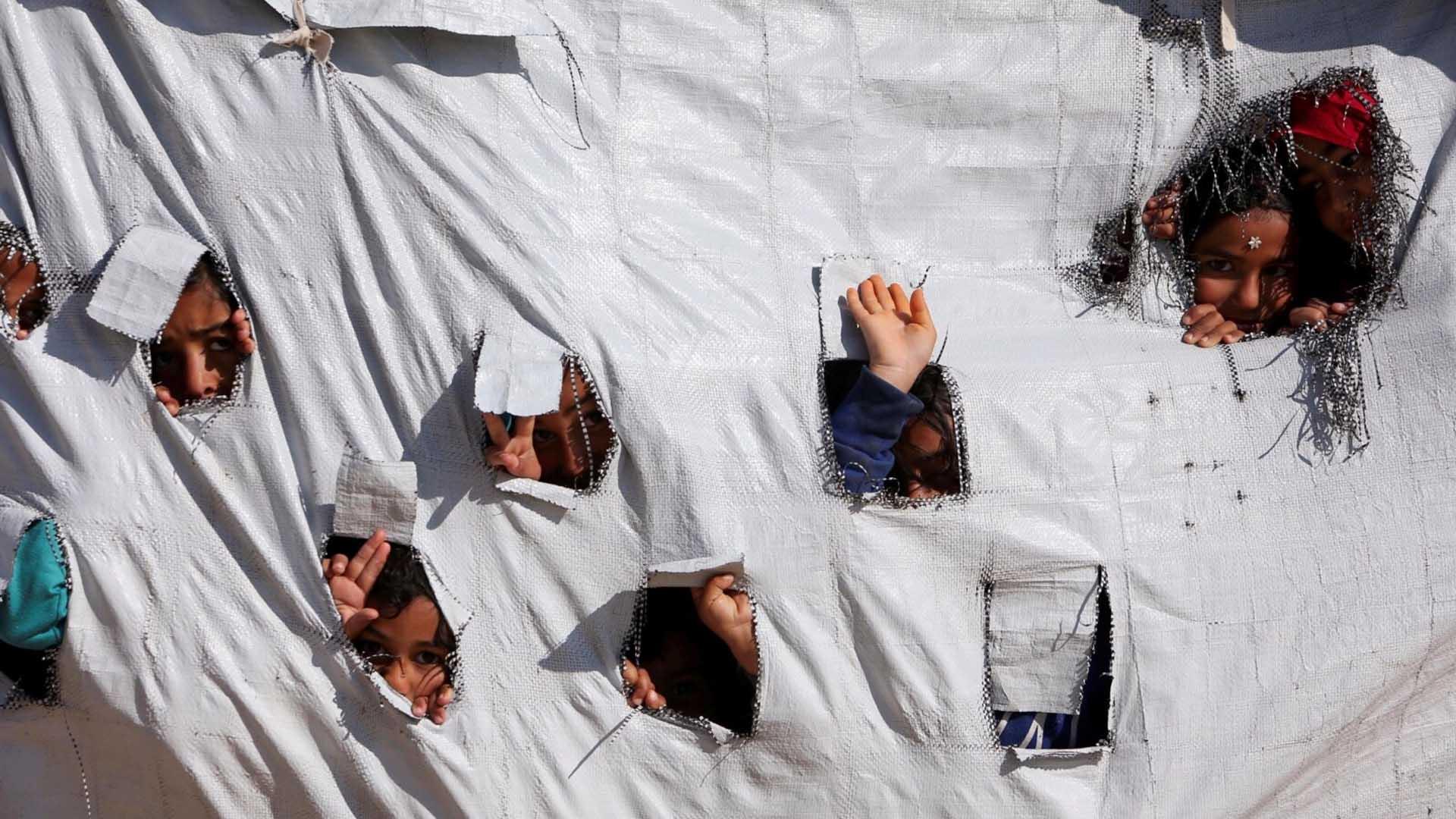 تمكين اللاجئين السوريين المشمولين بالحماية المؤقتة من الاستفادة من الخدمات