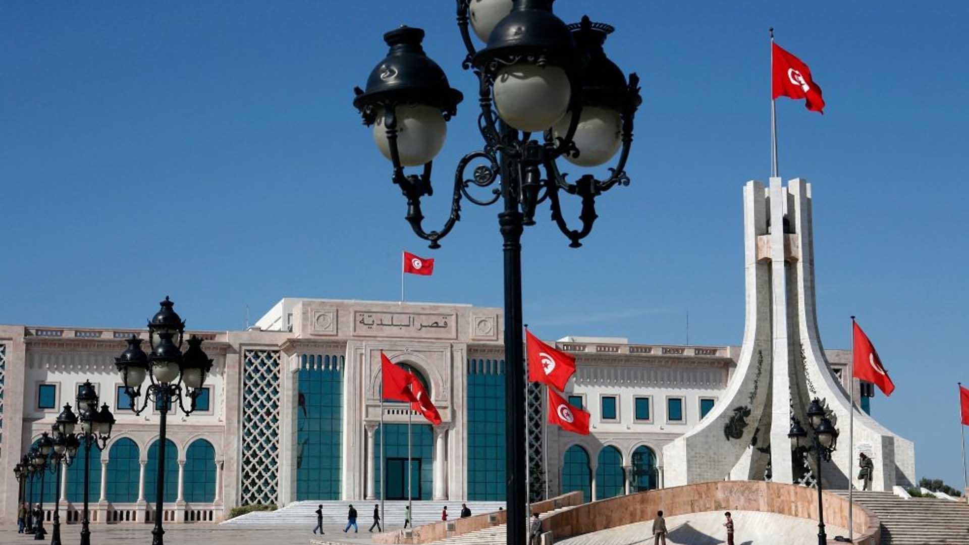 تونس: الأحزاب السياسية والديمقراطية في أزمة