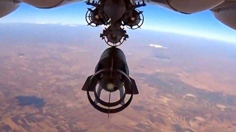 روسيا.. طائراتها تقصف إدلب وطبول حربها تقرع شرقي الفرات
