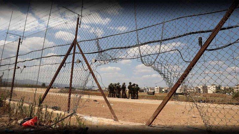 بين سجنين، أبطال في أمة مفككة